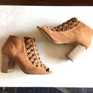 Michael Kors Westley tan acorn ankle boots booties